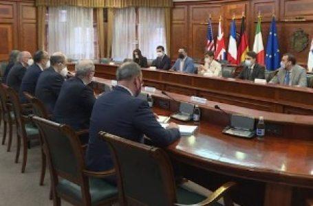 Godfri i ambasadori Kvinte: Zadivljujući uspeh Srbije u imunizaciji