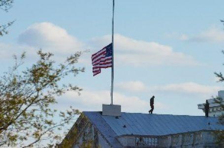 U Americi zastave na pola koplja zbog smrti policajca