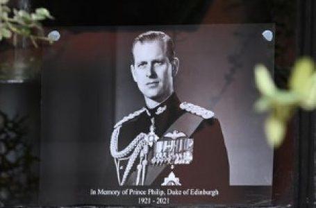 """""""Kada umrem, strpaj me u rover i vozi u Vindzor"""", kraljica ispunila želju princa Filipa"""