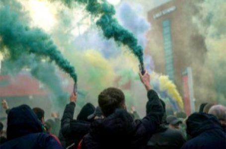 Ponovo haos u Mančesteru – barikade za Liverpulove igrače, navijači pred stadionom