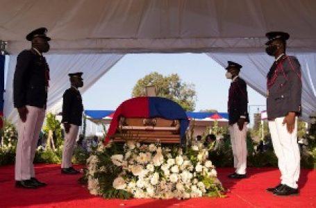 """Pucnjava, kordon, suzavac i """"ubica"""" – neredi na sahrani ubijenog predsednika Haitija"""